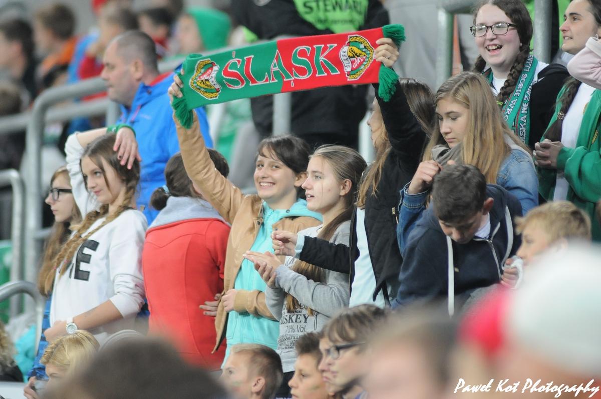 Dzieci na stadionie