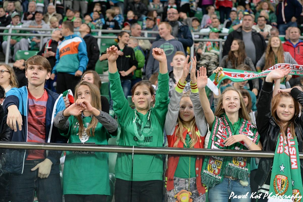 Dzieci na stadionie Śląsk Wrocław